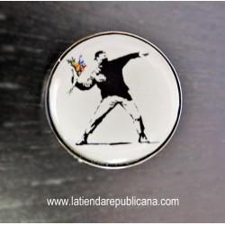 """Pin """"El Manifestante"""" de Banksy"""