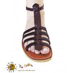 Sandalia tiras cuero caoba