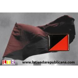 Pin bandera anarco-sindicalista.