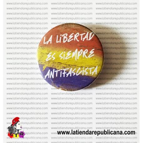 Chapa La Libertad es siempre antifascista.